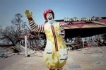 McDonald's cierra la web que aconsejaba a sus empleados no comer su comida y cierra locales por todo el mundo Closing-down-400x266