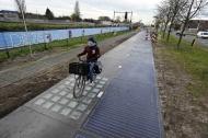 ASÍ PODRÍA SER EL FUTURO: LA CARRETERA SOLAR QUE GENERA ELECTRICIDADLIMPIA