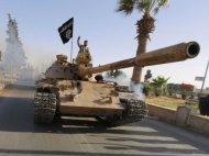 OTRA VEZ: TROPAS IRAQUÍES ABANDONAN DECENAS DE VEHÍCULOS QUE CAEN EN MANOS DEISIS