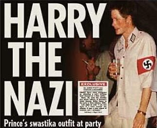 El príncipe Harry, también fue fotografiado luciendo un brazalete nazi durante una fiesta de disfraces.