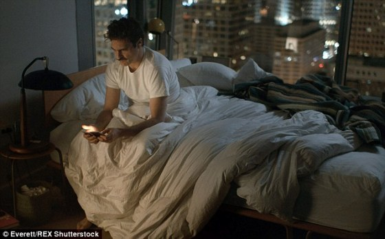 2B01132400000578-3181882-In_the_2013_film_Her_actor_Joaquin_Phoenix_plays_a_character_who-m-7_1438382767039