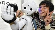 "ROBOT PURITANO: UN FABRICANTE DE ROBOTS DE COMPAÑÍA PROHIBE QUE LOS COMPRADORES ""PRACTIQUEN SEXO"" CONELLOS"