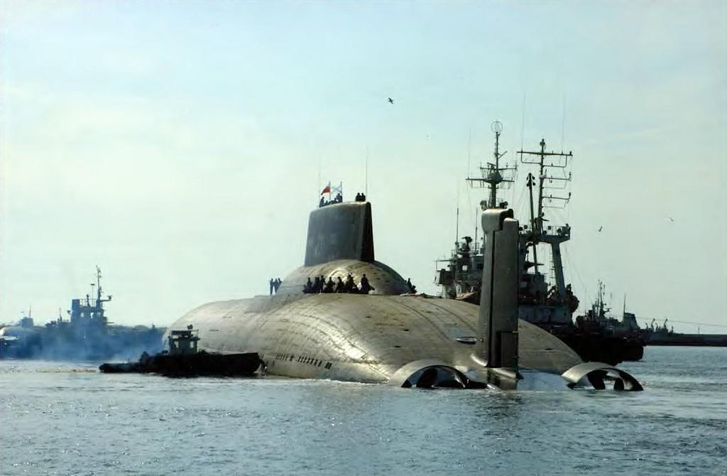Escalada peligrosa un gigantesco submarino nuclear ruso for Interior submarino