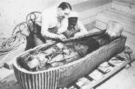 SEGÚN EGIPTÓLOGA: LA MOMIA DE TUTANKAMÓN TENÍA EL PENE ERECTO (no esbroma)
