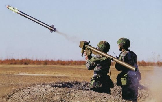 FN-6 manejado por soldados del Ejército Popular Chino