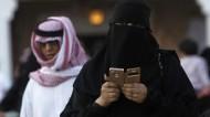 ARABIA SAUDITA: UNA ACADEMIA CREA UN SEMINARIO PARA DECIDIR SI LAS MUJERES SON SERES HUMANOS ONO