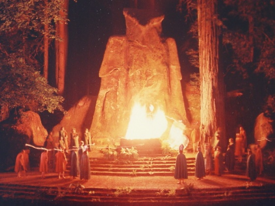 Estatua de Moloch en el Bohemian Grove