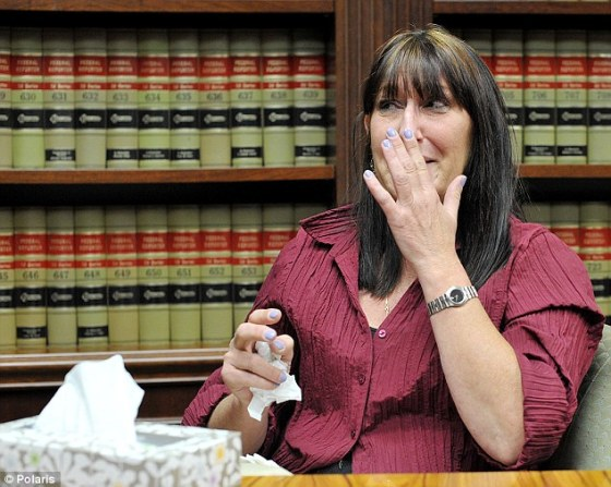La donante, Debbie Stevens