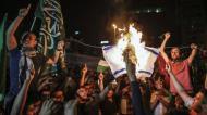 MANIFESTANTES FURIOSOS ASALTAN EL CONSULADO ISRAELÍ ENESTAMBUL