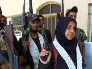 ABUELA IRAQUÍ DECAPITA A COMBATIENTES DE ISIS Y COCINA SUSCABEZAS