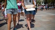 FRANCIA: ATACAN A MUJERES POR LLEVAR PANTALONES CORTOS ENTOULON