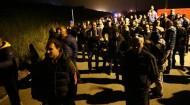 PUEBLO ITALIANO MONTA BARRICADAS PARA IMPEDIR LLEGADA DE MUJERES Y NIÑOSREFUGIADOS