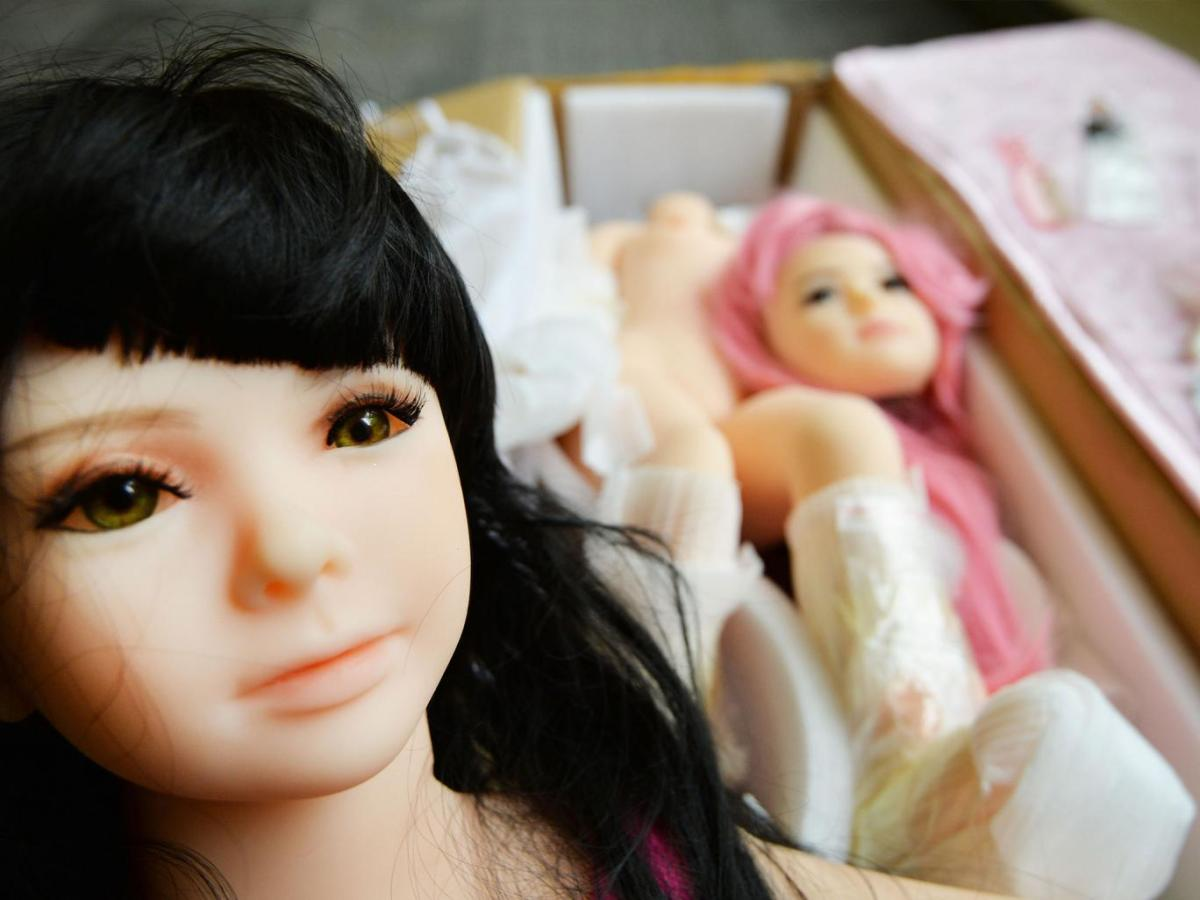 ESTUDIAN PRESCRIBIR MUÑECAS SEXUALES INFANTILES A PEDÓFILOS PARA PREVENIR ABUSOS