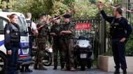 UN COCHE ARROLLA A UN GRUPO DE MILITARES EN PARÍS DURANTE OPERACIÓNANTI-TERRORISTA