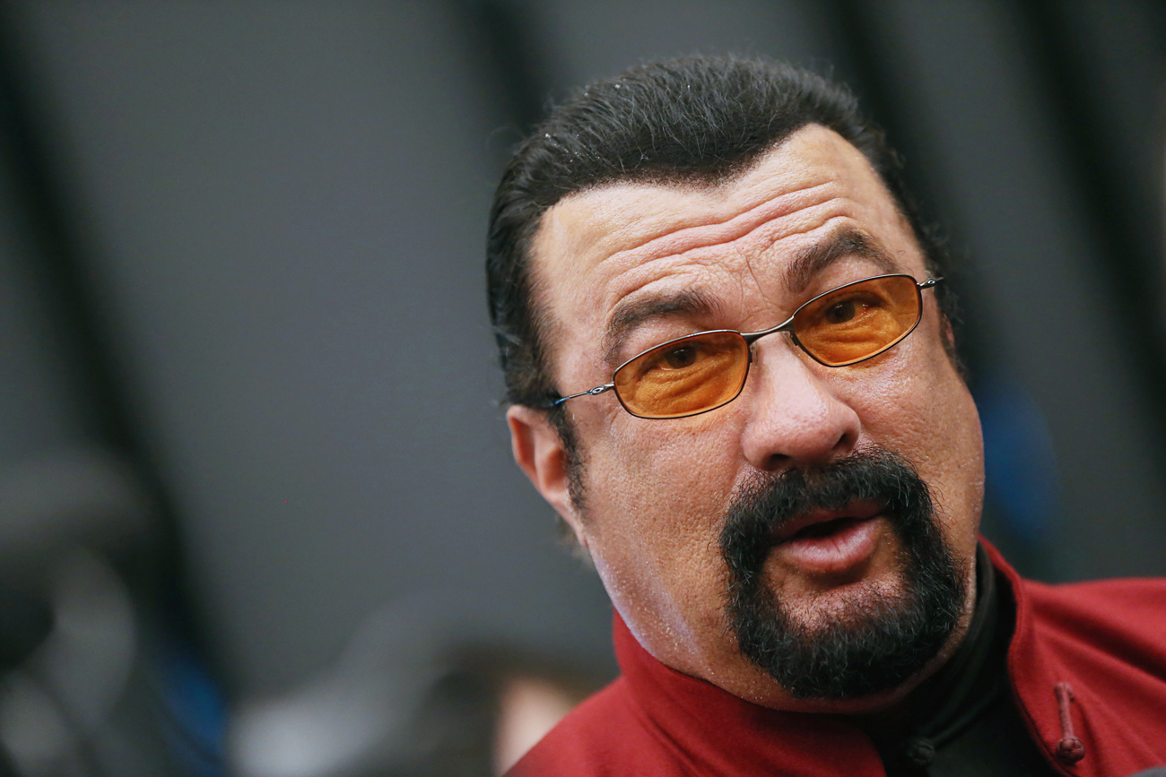 STEVEN SEAGAL SALPICADO POR UN ESCÁNDALO SEXUAL